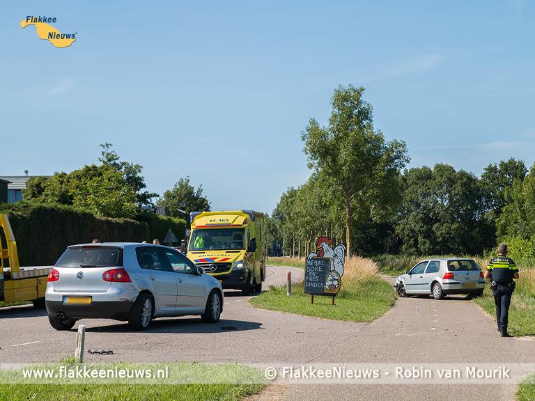 Foto behorende bij Ongeval met twee personenauto's en twee fietsers