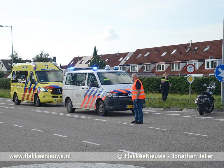 Foto behorende bij Aanrijding tussen auto en scooter bij Sommelsdijk