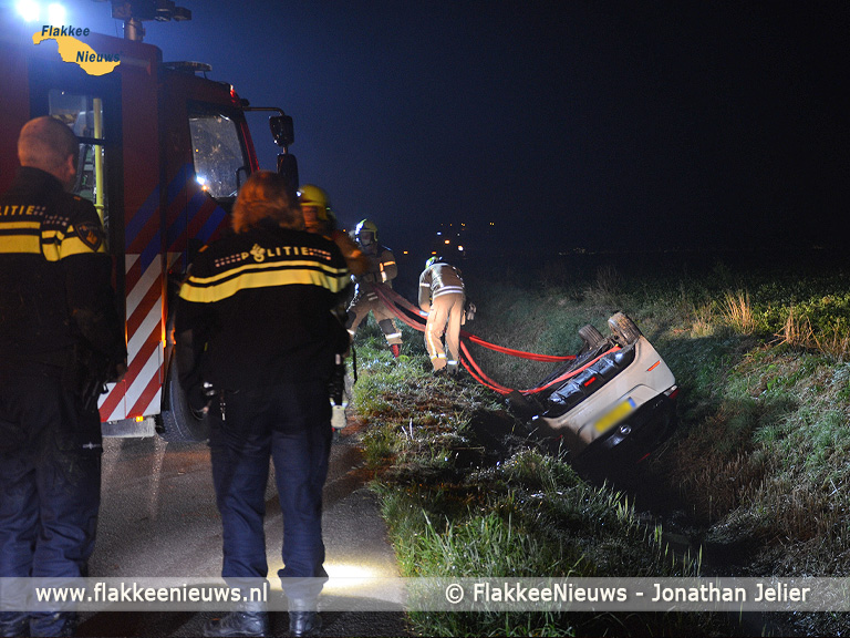 Foto behorende bij Hulpdiensten rukken uit voor auto over de kop