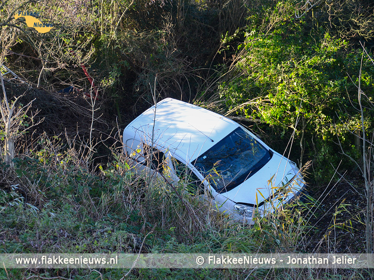 Foto behorende bij Voertuig in de sloot nabij Melissant