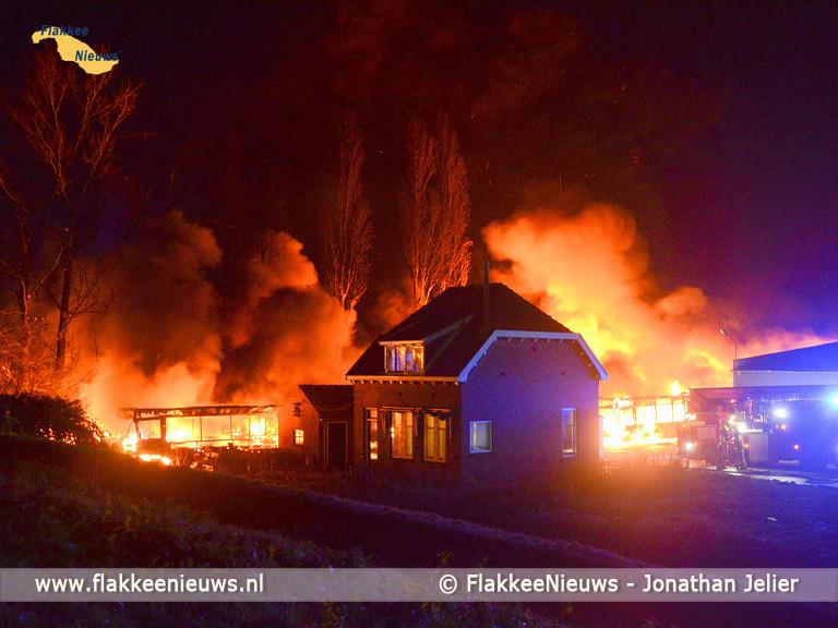Foto behorende bij Grote uitslaande brand in Oude-Tonge