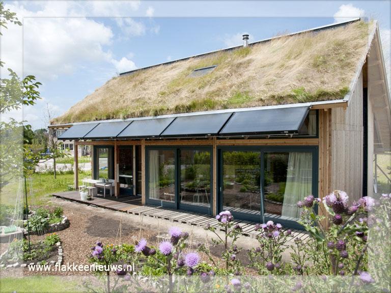 Eerste volledig duurzame huis staat in dirksland for Kleine huizen bouwen