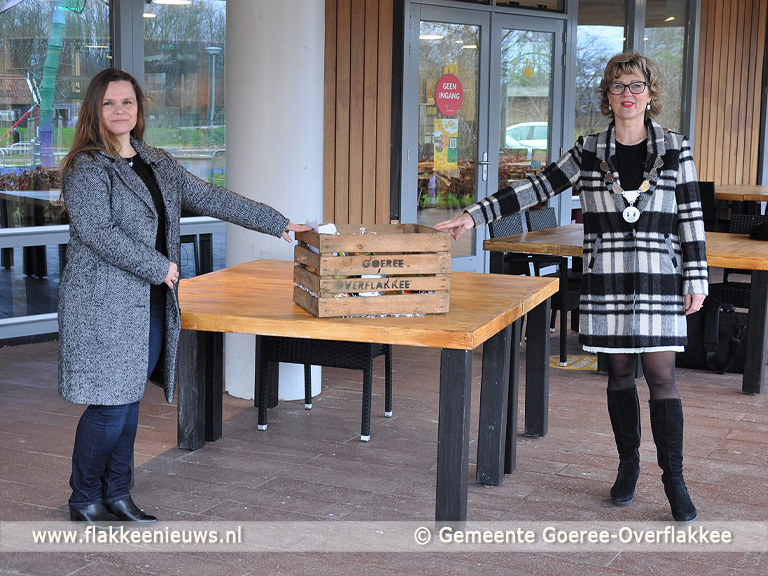 Foto behorende bij Goeree-Overflakkee bedankt zorg met streekpakket