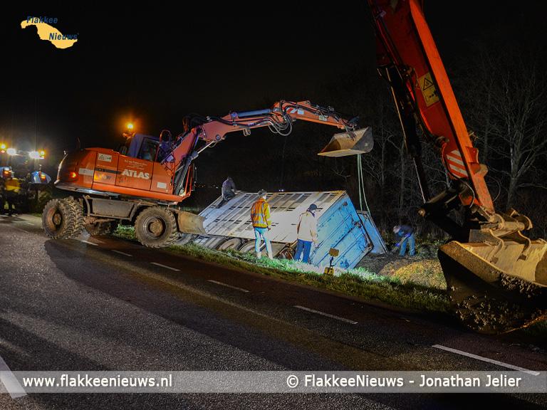 Foto behorende bij Schapen gered na incident bij Stellendam