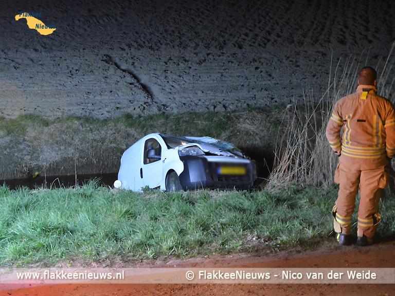 Foto behorende bij Bestelwagen in de sloot bij Nieuwe-Tonge