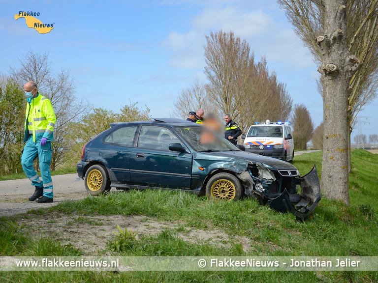 Foto behorende bij Bestuurder verliest macht over het stuur op Oudelandsedijk