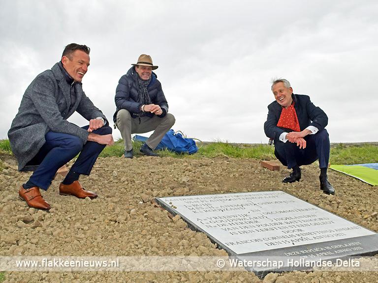 Foto behorende bij Nieuwe gedenksteen voor de sluis bij Battenoord