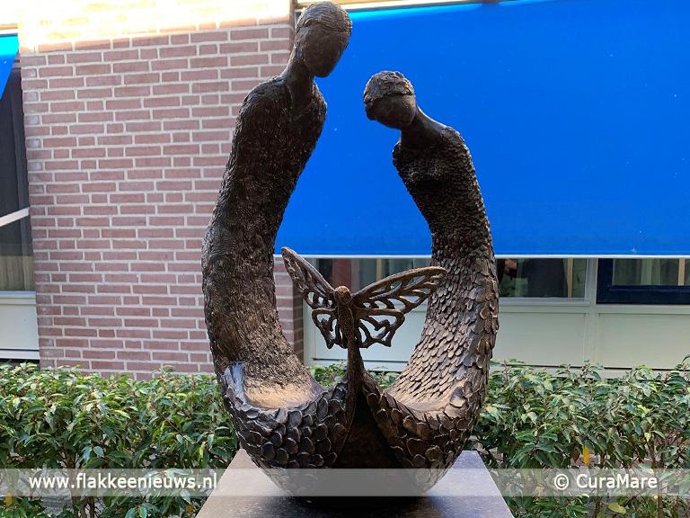Foto behorende bij Ziekenhuis ontvangt gedenkbeeld voor stilgeboren kinderen