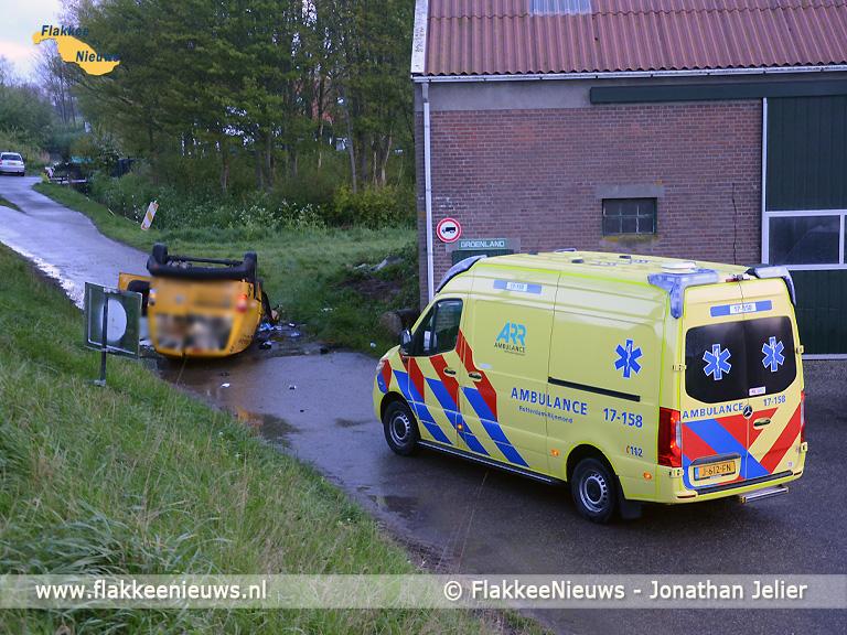 Foto behorende bij Bestuurder gewond na eenzijdig ongeval op Westdijk