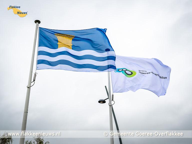 Foto behorende bij Eerste nieuwe gemeentevlag Goeree-Overflakkee gehesen door burgemeester