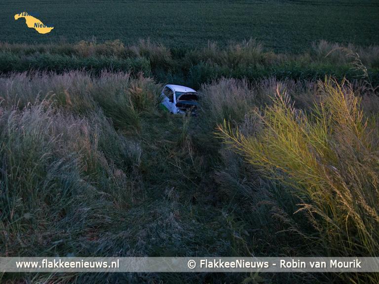 Foto behorende bij Auto in de sloot aan de Heerendijk in Oude-Tonge