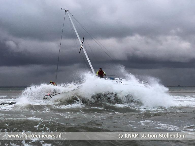 Foto behorende bij Zeiljacht in problemen voor de kust van Goeree